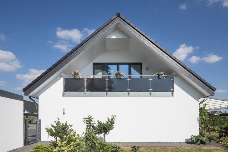 Einfamilienhaus weisse Fassade